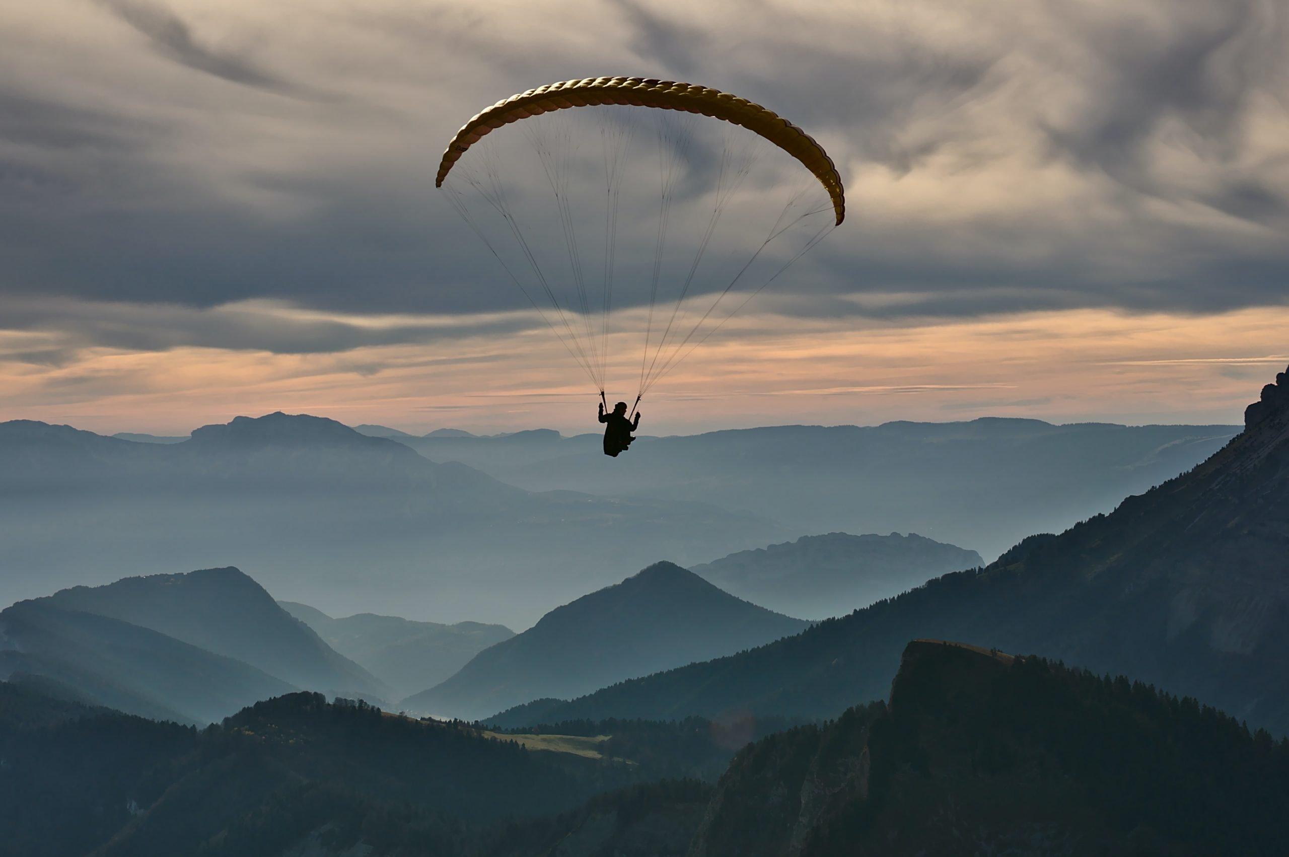Paracadutarsi nell'infinito