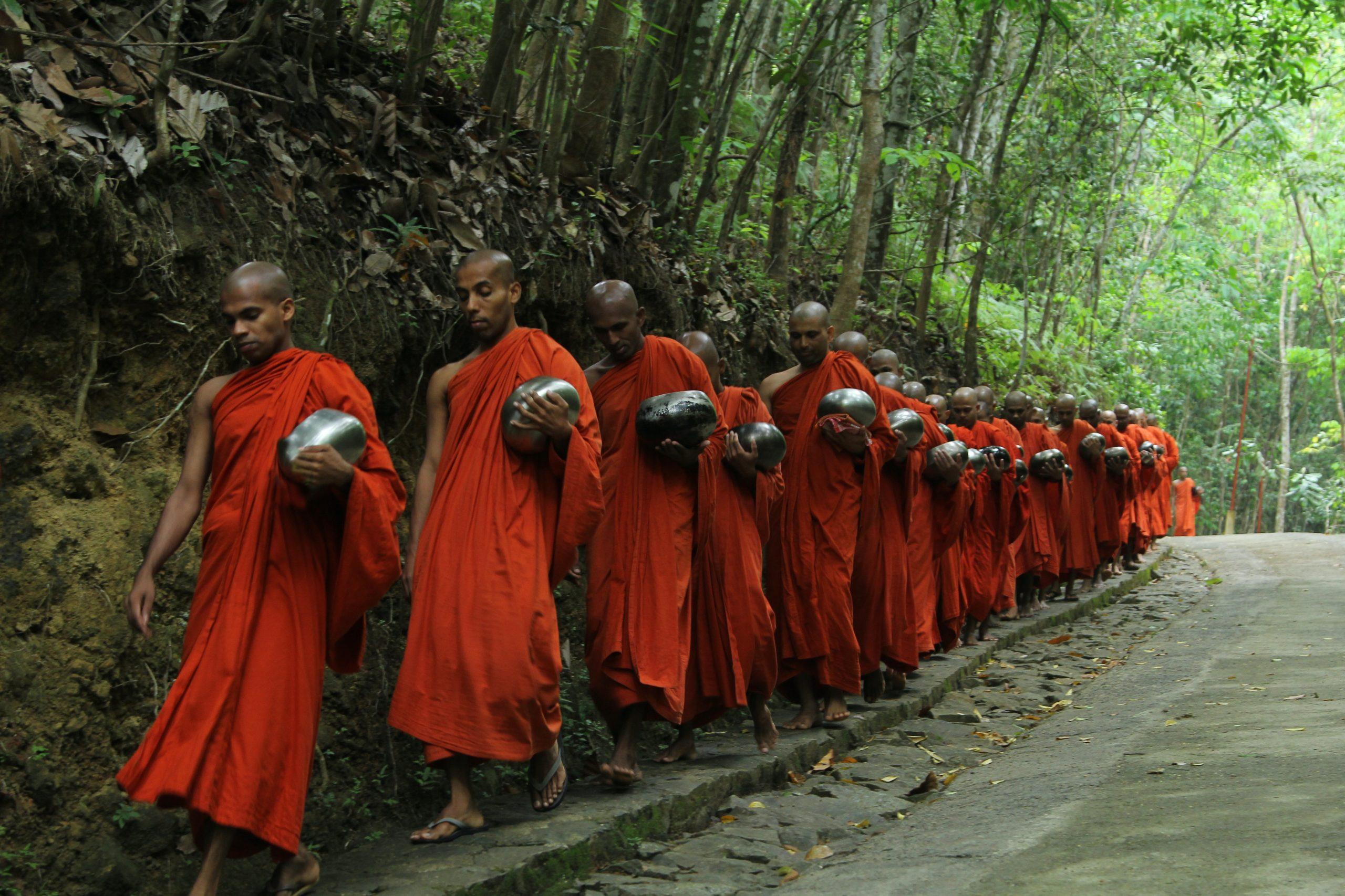 Monaci durante Magha Puja