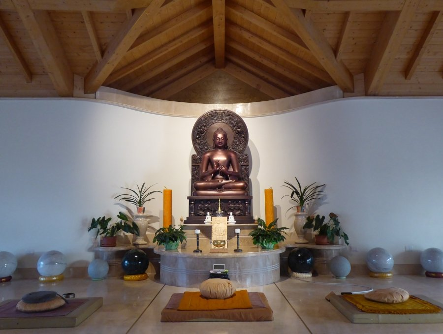 Interno del tempio del monastero Santacittarama